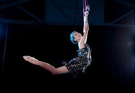 Swinging Performer