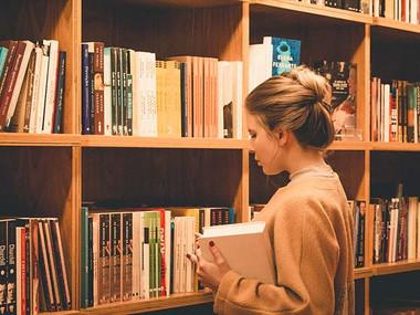 Odpirajo se knjižnice, galerije in muzeji, izobraževalne institucije še ne