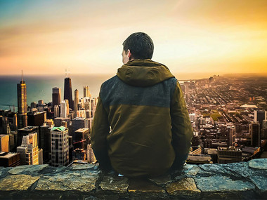 Mladi kot najbolj osamljena družbena skupina sprašujemo: je biti osamljen res slabo?