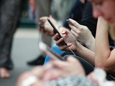 Danes za eno uro odložite mobilni telefon