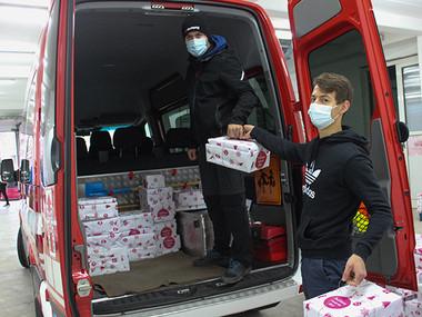 Število božičkovih pomočnikov se iz leta v leto povečuje