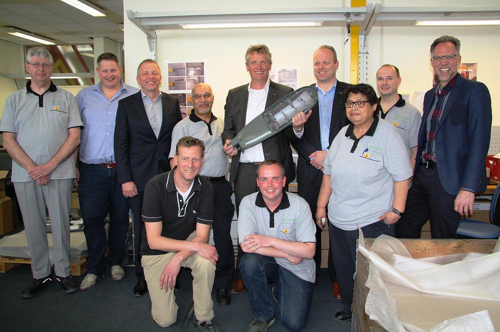 foto 1 Het team van Innolumis met wethouder.JPG