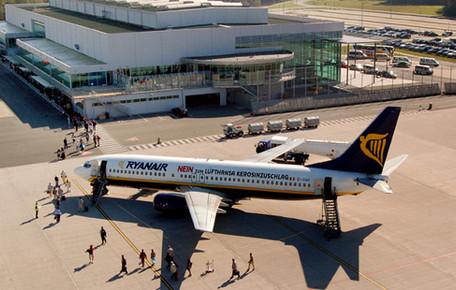 Airport Weeze plaatst eerste 11 Innolumis Golden Orange LED armaturen