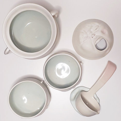 A tureen set- Light blue (a tureen with a saucer, a ladle, two bowls)