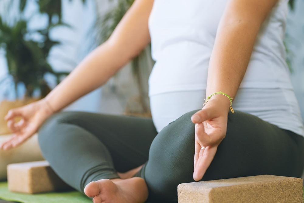 Gyan Mudra Sibel Yogaladen Offenbach Frankfurt Schwangeren Yoga Prenatal