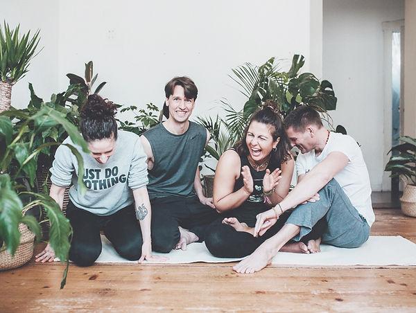 Yogaladen Crew seriously in Offenbach und Frankfurt