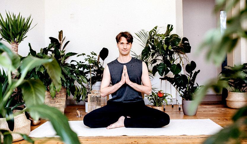 Yogaladen_ChrisAAA.jpg
