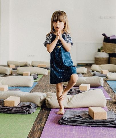 Kinder Yoga im Yogaladen Offenbach bei Frankfurt