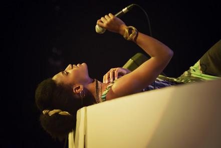 Mireia Mambo live by Laura Enrech