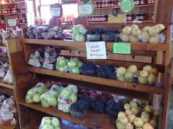 apples_on_a_shelf