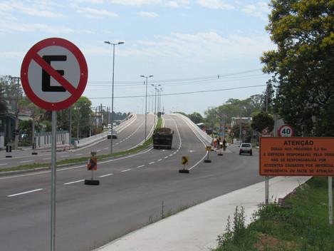 Viaduto do Castelinho já está iluminado e será liberado até o Natal