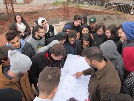 Estudantes do 4° semestre de Engenharia Civil da UFSM visitam as obras da Travessia Urbana
