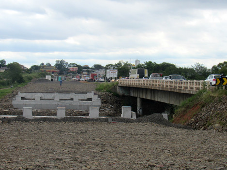 DNIT/RS altera trânsito na ponte sobre o Arroio Cadena, em Santa Maria/RS, para lançamento de vigas