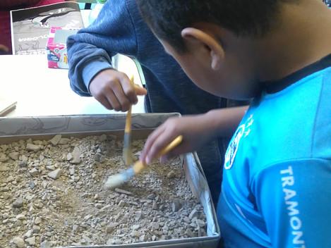 DNIT/RS trabalha conceitos de paleontologia com alunos da rede municipal, em Santa Maria