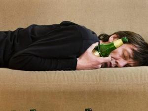 Quatro motivos para você não beber álcool antes de dormir