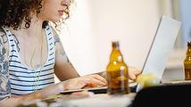 Estresse e violência doméstica aumentam consumo de álcool por mulheres.