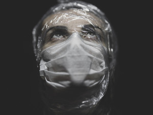 A guerra tem rosto de mulher: trabalhadoras da saúde no enfrentamento à Covid-19
