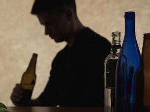 Janeiro Branco pede atenção para o aumento do consumo de álcool.