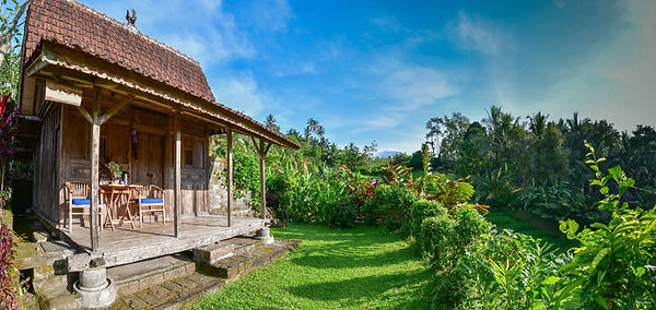 Frog-Bungalow-exterior-photo-of-front-do