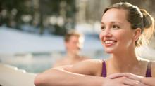 4 tapaa, joilla kylpeminen ulkoporealtaassa voi lievittää vilustumisen ja flunssan oireita