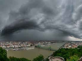 Peremfelhős, hibrid - multicellás fogás Budapesten