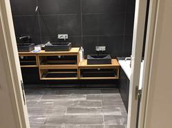 Salle de bain carrelée