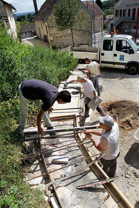 construction mur en pierres sèches