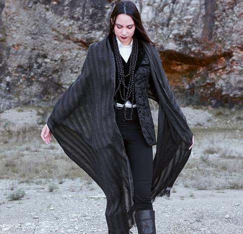 RAZA sjal i ren alpaca naturfarget grå med silke