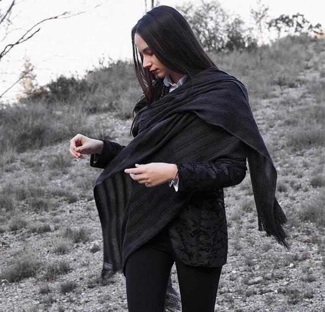 RAZA  sjal i ren alpaca naturgrå med innslag av silke