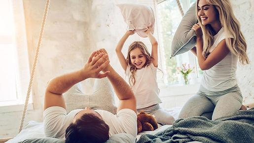 familia protegida por alarma