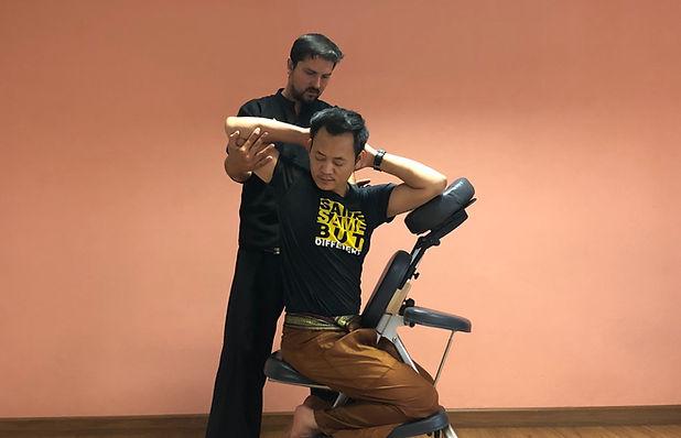 Thai Massagem na Cadeira.jpg