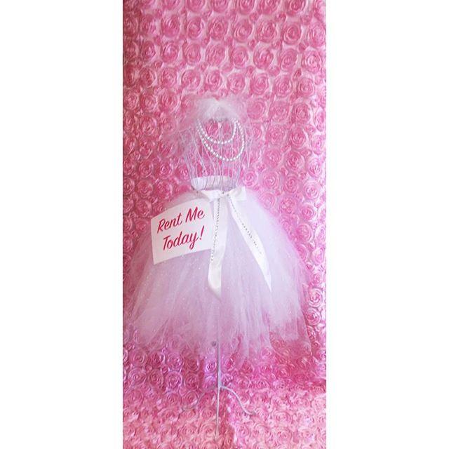 Custom made life size bridal mannequin #elisaviestaco #marketing #events #design #bridalshower #tull
