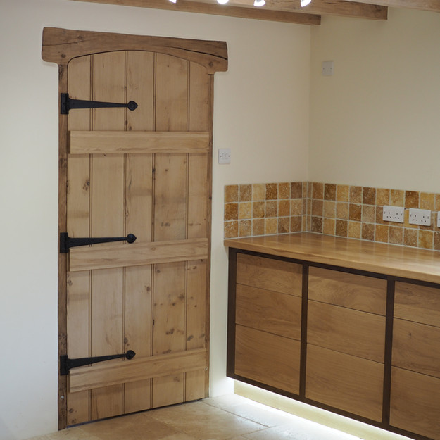 Oak ledge and brace door with push release drawers