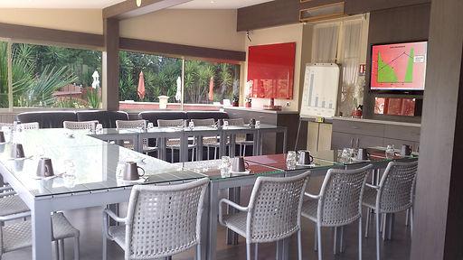 Les Amandiers, Hôtel à Saint-Raphaël, Locations Vacances, Piscine chauffée Salle séminaires en U