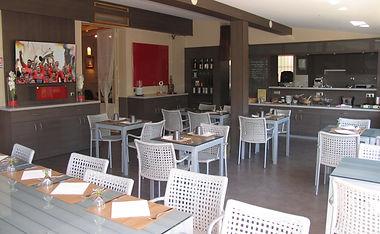 Salle de restaurant hôtel les amandiers Piscine chauffée