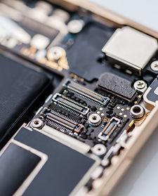 Los componentes del interior del teléfon