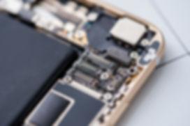 携帯電話の内部の部品