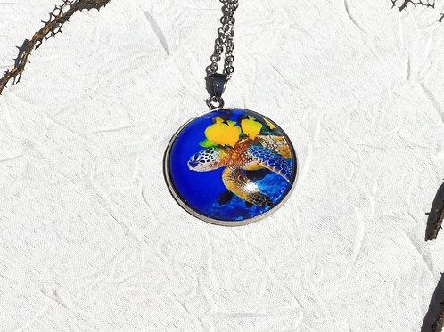 Collier bleu tortue
