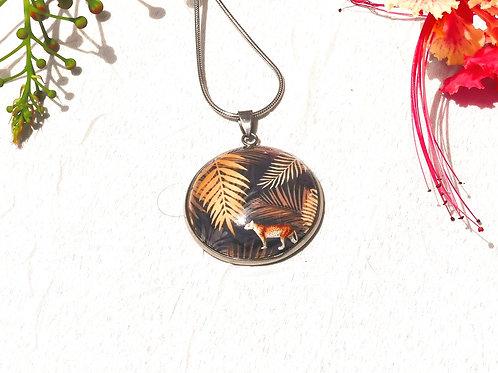 Collier feuillage doré, jaguar