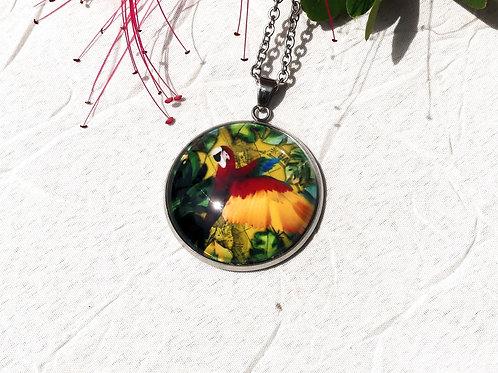 Sautoir perroquet rouge vert