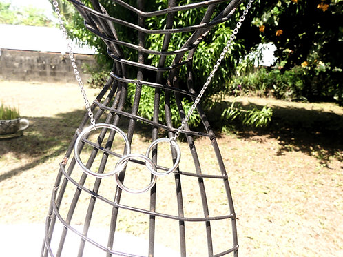 Collier acier cercles enlacés