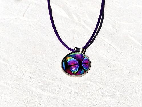 Collier papillon violet