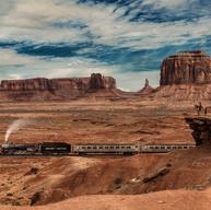 El dia que John Wayne vio pasar el tren por Monument Valley.