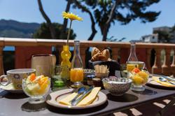 Petit déjeuner sur votre terrasse