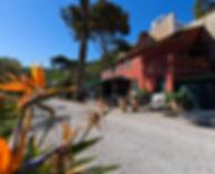 La batisse de l'hotel du Jardin d'Emile et sa veranda