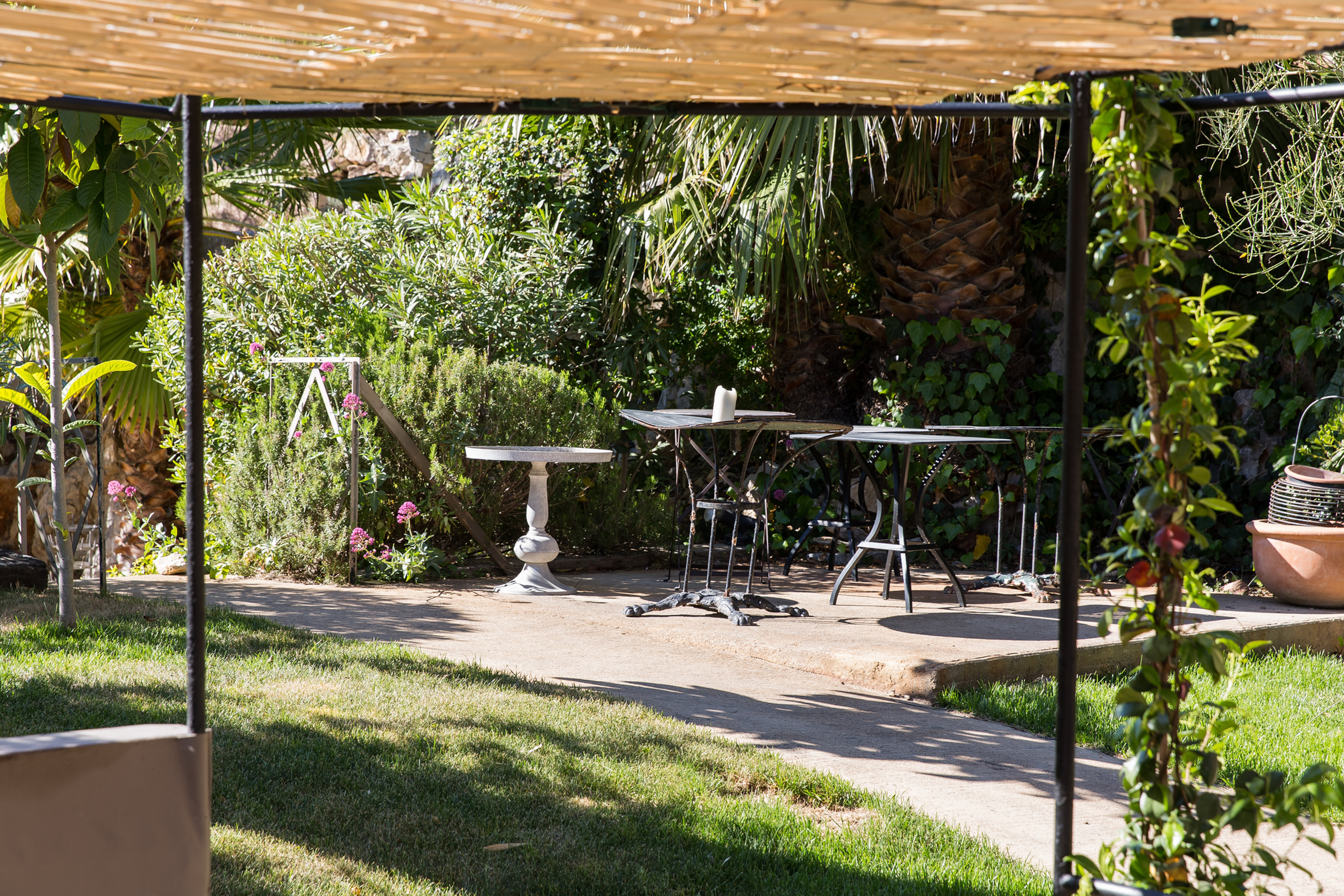 hotel de charme france le jardin d 39 emile. Black Bedroom Furniture Sets. Home Design Ideas