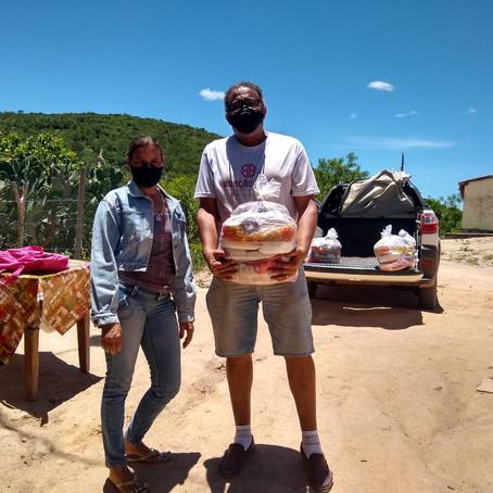 A Boaçãonaria novamente visita a Comunidade Água Branca de Baixo   e ganha presentes.  (8ª parte)