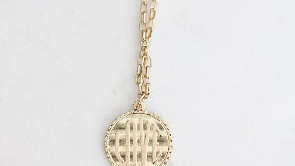 Collier médaille Love