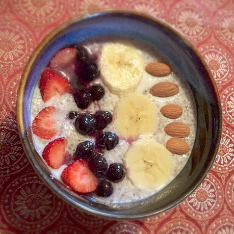 Chia porridge with fruit and almonds