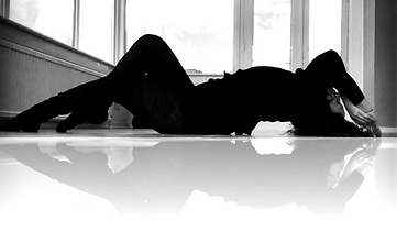 Maya finestra B&W reflect_edited.png